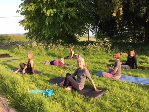 outdoor yoga1